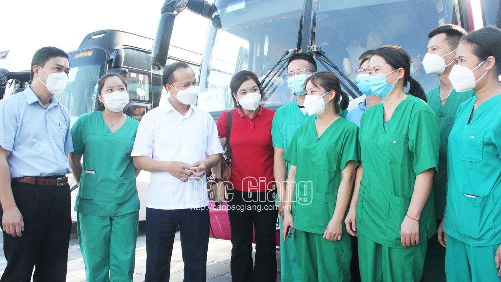 137 cán bộ, nhân viên y tế Bắc Giang lên đường hỗ trợ tỉnh Hà Nam chống dịch